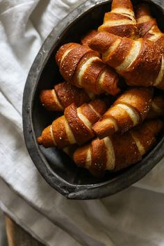 bavarsko pecivo Kiflice Recipe, Posna Predjela, Torte Recepti, Bread Rolls, Pretzel Bites, Baking Recipes, Breakfast Recipes, Food Photography, Recipies