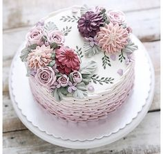 Me gusta, 16 comentarios - ivenoven Backen mit Liebe ( en . - YES - Kuchen Gorgeous Cakes, Pretty Cakes, Cute Cakes, Amazing Cakes, Bolo Floral, Floral Cake, Buttercream Flowers, Buttercream Cake, Frosting
