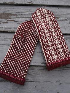 Ravelry: N:o Mussalo pattern by Eeva Haavisto Knitted Mittens Pattern, Knit Mittens, Knitted Gloves, Knitting Socks, Drops Design, Hand Knit Blanket, Knit Stockings, Aran Weight Yarn, Stocking Pattern