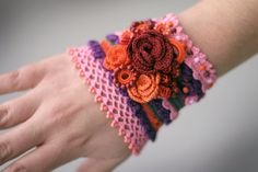 Romantic crochet bracelet with roses and amethyst buttons