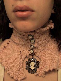 She Knit an Edwardian Steampunk Collar - get the pattern!
