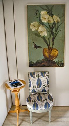 Habitually Chic®: The Eloquence of Silence. Large scale repeat on dainty chair adds graphic punch