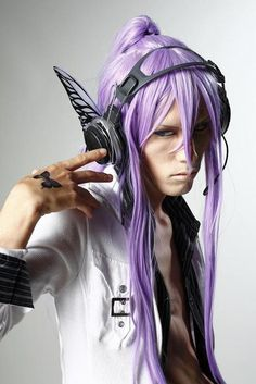 Okay, this is a really attractive Gakupo cosplay.... >/////<