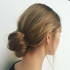 Loose bun at @annesofielist for #esprit #loosebun #hair #hairlove #hairstylist #messybun #hairstyle @davinesdeutschland #texture #hairgoals #summerhair #21agency #hairandmakeup #moroccanoil #instagirl #instadaily #lookdepartment