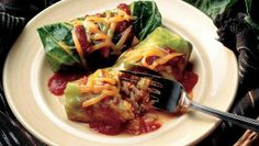 Looking for a vegetarian dinner? Then check out these flavorful cabbage rolls packed with zucchini and rice – a delicious meal!