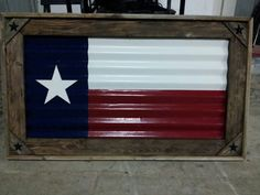 Texas Flag made out of old tin and old fencing material. Wood Projects, Woodworking Projects, Craft Projects, Projects To Try, Craft Ideas, Pallet Flag, Pallet Art, Pallet Ideas, Wood Crafts