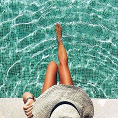 - very nice stuff - share it -enjoy the last few days of summer! Summer Pictures, Beach Pictures, Summer Poses, Pool Photography, Pool Picture, Beach Poses, Photos Voyages, Summer Aesthetic, Foto Pose