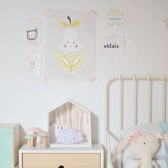 Nos encanta como ha combinado @mariacalcetines una de las nuevas láminas de @WendyKendallDesigns ¡Son perfectas para dar un toque nórdico a la habitación de los más pequeños! Link en bio ☝