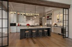 A light and airy kitchen for a desert climate. Be inspired by Park Place, a Sub-Zero, Wolf, and Cove Transitional Kitchen Design Contest Winner. Black Kitchens, Home Kitchens, Kitchen Black, Dream Kitchens, Luxury Kitchens, Kitchen And Bath, New Kitchen, Kitchen Ideas, Wolf Kitchen