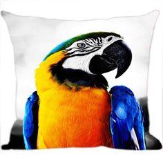 Transforme o seu ambiente com a bela Almofada Digital Arara. Ela possui uma estampa extremamente de alta qualidade, perfeita para acompanhar o sofá ou também para decorar o quarto confira! www.luisadecor.com.br