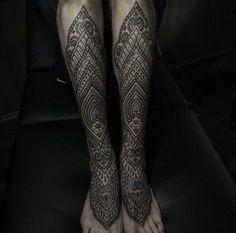 Maori Tattoo Schienbein und Fuss                                                                                                                                                                                 Mehr