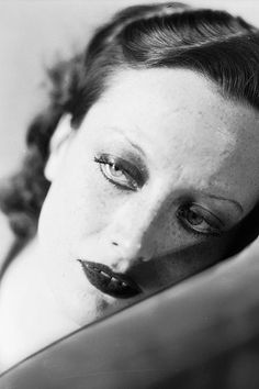 Joan Crawford. Now we know how Twiggy got that 1920s look