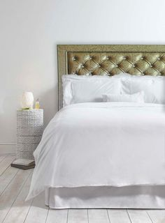 Tufted headboard Penny with 3D vinyl and nail accents by FelixHart