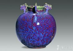 Love the glaze and love the thingies at the neck of the pot. Beautiful! Han Meilin, 2003