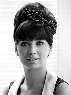 Suzanne Pleshette wears an up-do with a super cute hair ribbon.   PattyOnSite