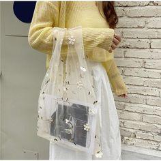 Handmade Flowers, Handmade Bags, Sacs Design, Organza, Frack, Casual Bags, Mode Outfits, Purses And Handbags, Diy Clothes