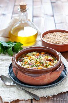 Gustosa #zuppa di #orzo con #patate verdure e #pancetta affumicata, semplicissima e rustica. #ricetta #minestra #comfortfood #createtoinspire