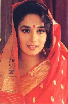 Most current No Cost Madhuri Dixit young Popular Vandana Puthanveettil comes with an sophisticated Activity: she is really a part-time alone dancer Simplicity Is Beauty, Timeless Beauty, Bollywood Stars, Bollywood Fashion, Madhuri Dixit Young, Dance India Dance, Vintage Bollywood, Beautiful Bollywood Actress, Indian Celebrities