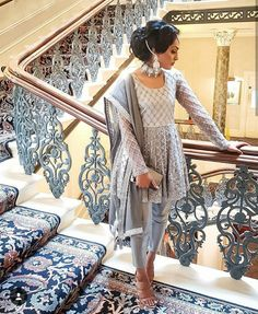 ideas bridal hijab styles pakistani for 2019 Pakistani Dresses Casual, Pakistani Wedding Outfits, Indian Bridal Outfits, Pakistani Dress Design, Indian Designer Outfits, Pakistani Bridal, Designer Dresses, Dress Indian Style, Indian Dresses