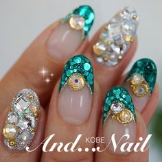 Sparkly, but I feel like I could wear them to a wedding on the Indian side of the fam. Indian Nails, Queen Nails, Bridal Nail Art, Japanese Nail Art, Rhinestone Nails, Fabulous Nails, Beautiful Nail Art, Wedding Nails, Nails Inspiration
