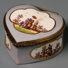 Meissen Snuffbox Made Of Hard-Paste Porcelain And Gilt Bronze By The Meissen Manufactory - German   c.1730