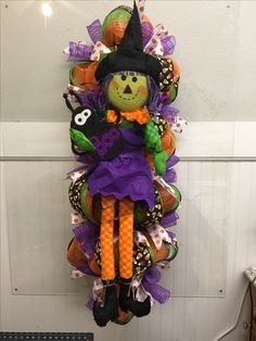 8817-Deco mesh Halloween wreath with witch