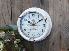Rundt vægur - shop romantisk, nostalgisk vægur køb her Shabby Vintage, Chic Antique, Shabby Chic Wall Clock, Shabby Chic Style, Metal Walls, Antiques, Home Decor, Inspiration, Background Pics