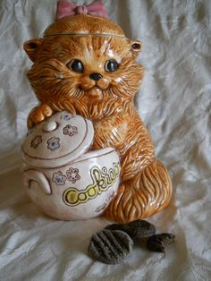 Cute Cat Cookie Jar at the coffee/cookie shop Teapot Cookies, Biscuit Cookies, Kinds Of Cookies, Cute Cookies, Cat Cookie Jar, Cookie Dough, Antique Cookie Jars, Vintage Cookies, Cat Decor