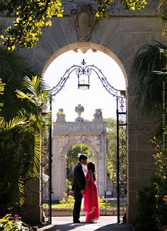 Engagement Session at Vizcaya Museum, Miami: Kajal and Bhavik / Photo by Maloman Studios