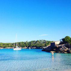 Mallorca Momente Blog: Cala Mondrago Beach Mallorca Naturstrand Türkises Wasser und blauer Himmel. Ein Traum von einem Strand.