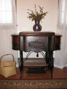 c 1900 Foley and Williams Goodrich Treadle Sewing Machine Sewing Machine Projects, Treadle Sewing Machines, Antique Sewing Machines, Spinning Wheels, Vintage Suitcases, Dream Furniture, Sewing Notions, Fashion Sewing, Pin Cushions