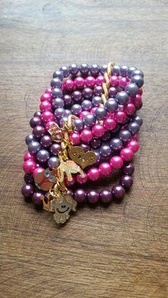Fabulosa pulsera en perlas de colores y cadena. Varios dijes.  Pulsera de seis vuelta. Dije corazón, muñeca,  corona, búho,  elefante. #pulsera #perlascolores # corona #muñeca #buho #cadena. $34.950