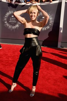 """Pin for Later: Miley Cyrus Does Every """"Miley"""" Pose Imaginable at the VMAs"""