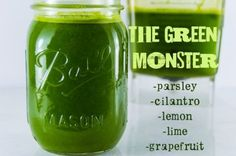 Kidney Cleanse Remedies The Green Monster Detox Drink - A strong diuretic that aids in Kidney cleansing and liver detoxification. Natural Remedies For Bloating, Bloating Remedies, Natural Diuretic, Natural Detox, Detox Drinks, Healthy Drinks, Healthy Recipes, Detox Juices, Vitamix Recipes