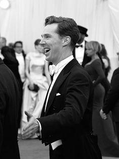 Benedict Cumberbatch greeting me at the Met Gala 😍 Benedict Sherlock, Sherlock Bbc, Quotes Sherlock, Martin Freeman, Youtubers, Benedict And Martin, Colin Morgan, British Men, John Watson