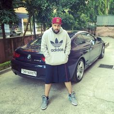 ‪#‎CelebTuesday‬:- Indian Rapper BADSHAH with his ‪#‎Bimmer‬ BMW640dCoupe. The high performance car is powered by a 3 liter-6 cylinder, twin turbo diesel motor that puts out 313 Bhp and 630 Nm. That's enough to propel it and Badshah from nought to 100 Kph in under 6 seconds. ‪#‎BMWPlatinoClassiccochin‬ ‪#‎BMWPlatinoClassic‬ ‪#‎PlatinoClassiccochin‬ ‪#‎BMWPlatinoClassicKerala‬ ‪#‎PlatinoClassicKochi‬ ‪#‎PlatinoClassicKerala‬