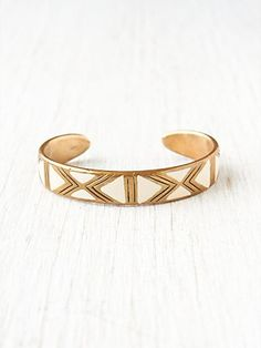 i am picturing this mixed with my other gold bangles