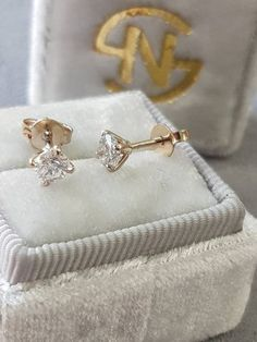 Stud Diamond Earrings, 14k Yellow Gold Diamond Earrings, Gold Earrings, Free Shipping Total carat weight: 0.60 Gold metal: 14k Diamond Shape: Round Brilliant Clarity: SI1 Color: F Cut: Very Good Comment:clarity enhanced All products comes with International Gemologist Certificates. #diamondstudearrings