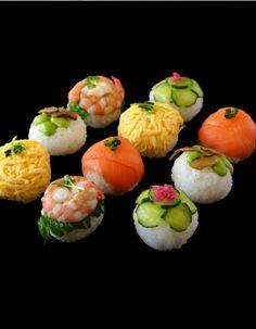 How to make sushi balls More (food plating ideas) Temari Sushi, Sushi Comida, Cute Food, Yummy Food, Sushi Love, How To Make Sushi, Snacks, Food Plating, Plating Ideas