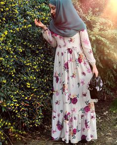 Pinterest: just4girls Modesty Fashion, Abaya Fashion, Muslim Fashion, Fashion Dresses, Hijab Style, Hijab Chic, Pakistani Dress Design, Pakistani Dresses, Hijab Gown