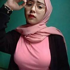 Beautiful Hijab Girl, Beautiful Muslim Women, Modern Hijab Fashion, Muslim Women Fashion, Chubby Fashion, Curvy Girl Fashion, Hijabi Girl, Girl Hijab, Stunning Brunette
