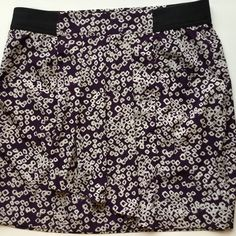 GAP skirt in pretty purple & cream  GAP skirt with black elastic waist band and cute gathered front. Two fun pockets in the folds. Skirt is fully lined and wrinkle resistant. In great condition. Size 8. GAP Skirts