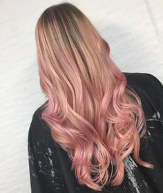 Pretty in pink soft waves balayage hair blonde, rose gold balayage, brown blonde hair Gold Hair Colors, Hair Color Pink, Purple Hair, Long Pink Hair, Hair Lights, Light Pink Hair, Light Brown Hair, Rose Gold Balayage, Balayage Hair