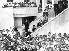 Πρώτο Γυμνάσιο Καλαμάτας, αρχές της δεκαετίας του 1960  http://www.eleftheriaonline.gr/polymesa/nature/item/45918-kekarmenoi-en-xrw