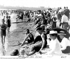 Beach culture ain't what it used to be in Toronto. Toronto Ontario Canada, Historical Pictures, Landscape Photos, Back In The Day, My Images, Vintage Photos, Places To Go, The Past, City