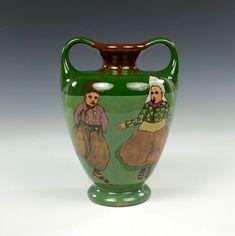 Distel - a vase with children on skates - marcolagerweij