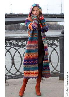 Пальто `Жизнерадостное 2014`. Яркое, жизнерадостное весенне (осеннее) пальто. Связано из тонкой экологически-чистой овечьей пряжи. Перед сборкой детали пальто  заваляны, что делает вещь менее продуваемой в ветреную погоду и не дает полотну…