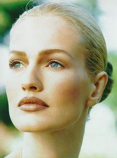 Karen Mulder...una de las mejores modelos de fotografía de los 90.