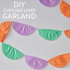 DIY Cupcake Liner Garland for party planners on a budget! Perfect for a cupcake-themed birthday party! Cupcake Paper Crafts, Diy Cupcake, Diy Paper, Paper Garlands, Diy Garland, Paper Decorations, Cupcake Liner Flowers, Cupcake Liners, Paint Chip Art