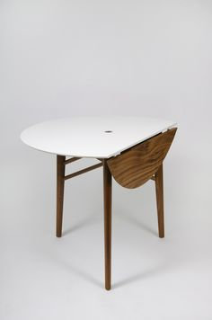Round Dining Table / Dave Vu